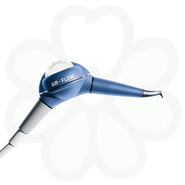 Профессиональная чистка зубов - Air Flow